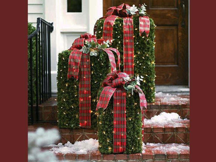 Entryway Holiday Decor - ZipCodeMagazines.com